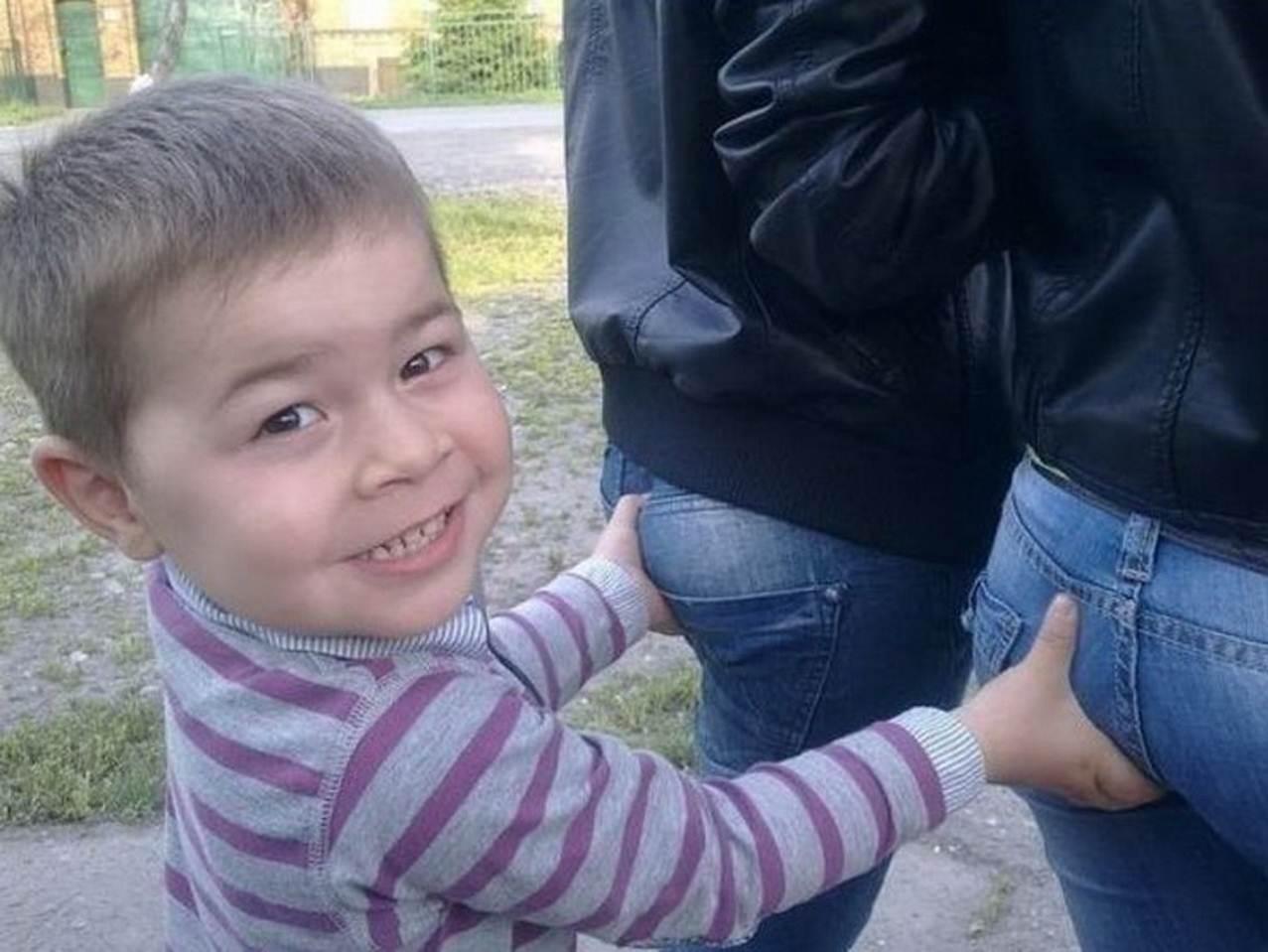 Смотрит попу мальчик 22 фотография